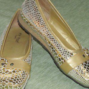 Miz Mooz Gold White Flats Loafers Shoes 8 8.5 39